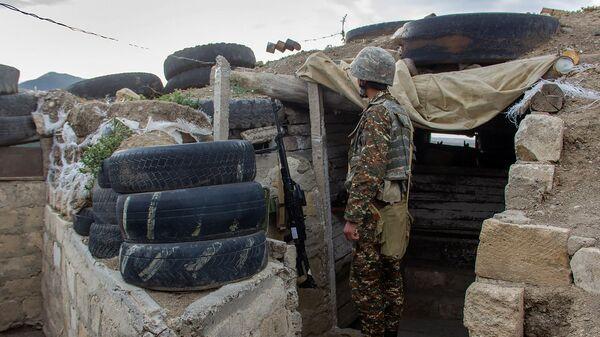 Военнослужащий на боевой позиции Армии обороны Карабаха - Sputnik Армения