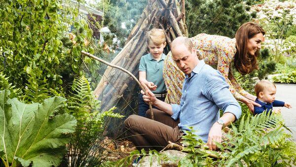 Кейт Миддлтон и принц Уильям с детьми на отдыхе - Sputnik Армения