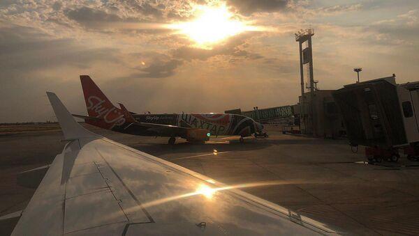 Самолет авиакомпании SkyUp с символикой ФК Шахтер в аэропорту Звартноц - Sputnik Արմենիա