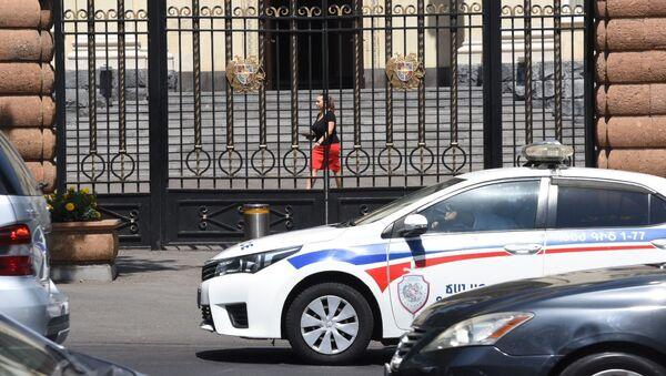Полицейский автомобиль на улице  Баграмян 26 - Sputnik Армения