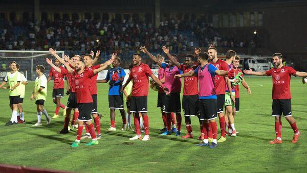 Футболисты ереванского Арарат-Армения благодарят своих болельщиков по окончании первого матча четвертого квалификационного раунда Лиги Европы 2019-2020 против люксембургского Дюделанж (22 августа 2019). Еревaн - Sputnik Армения