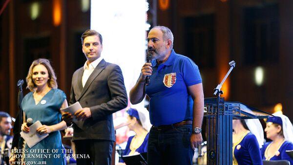 Премьер-министр Никол Пашинян выступил с речью в день города (25 августа 2019). Гюмри - Sputnik Արմենիա