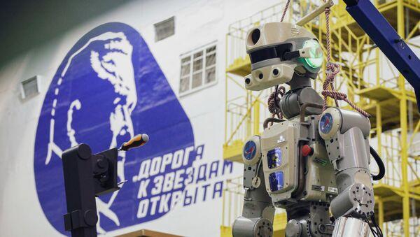 Подготовка робота Skybot F-850 на Байконуре. Робот Федор - Sputnik Армения