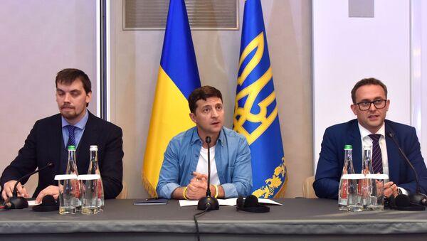 Президент Украины В. Зеленский и Алексей Гончарук - Sputnik Армения