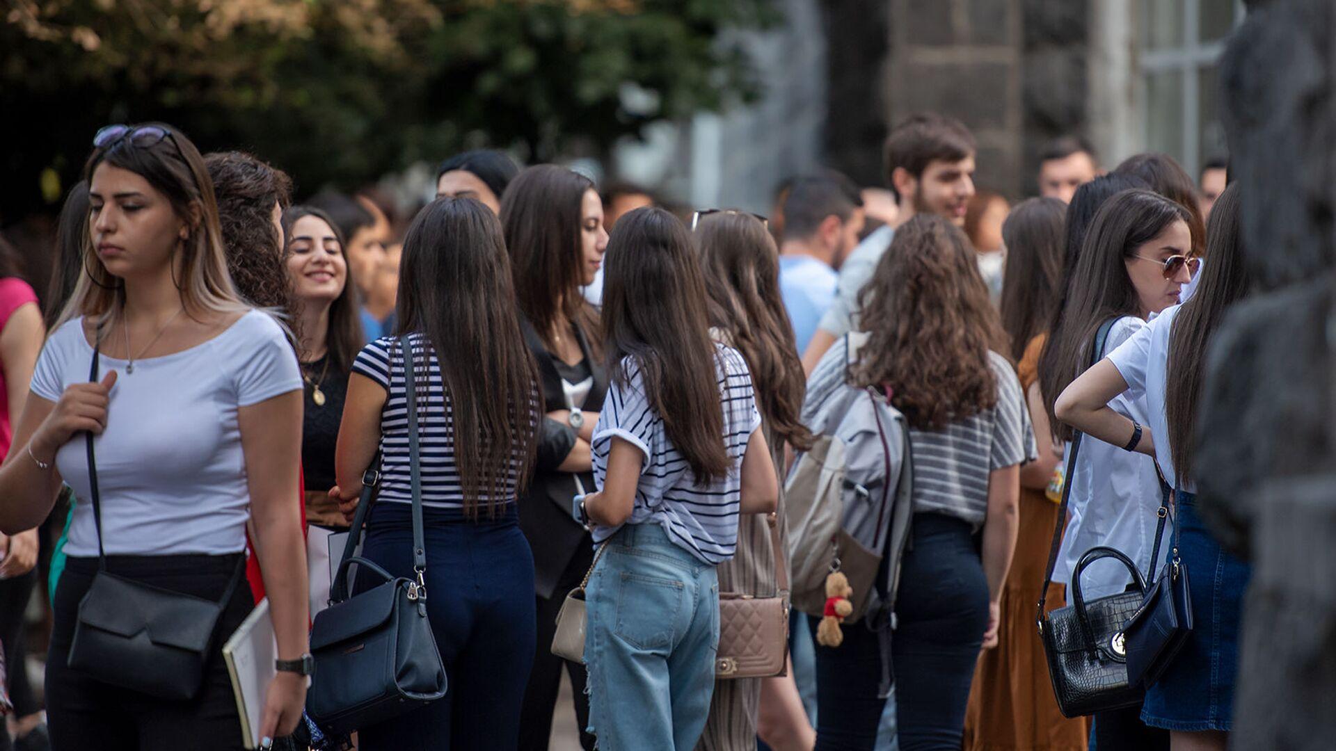 Студенты ГЭУА в первый день учебного года - Sputnik Армения, 1920, 22.09.2021
