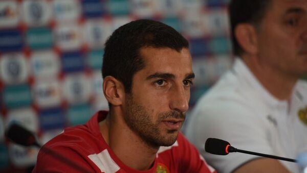 Генрих Мхитарян на пресс-конференции сборной Армении по футболу - Sputnik Армения