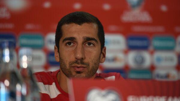 Генрих Мхитарян на пресс-конференции сборной Армении по футболу - Sputnik Արմենիա