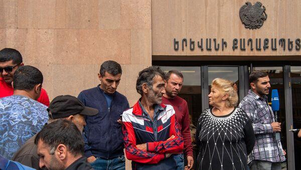 Акция протеста сотрудников компании Sanitek перед зданием городской администрации (10 сентября 2019). Еревaн - Sputnik Армения