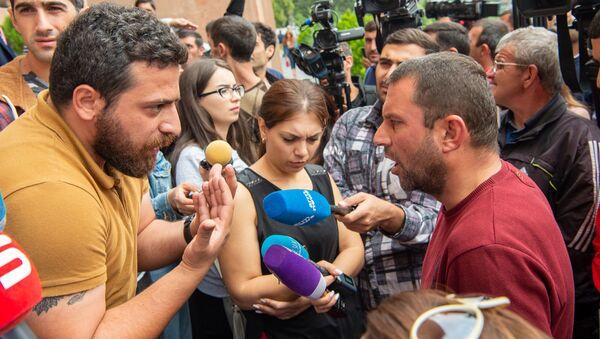 Акция протеста сотрудников компании Sanitek перед зданием городской администрации (10 сентября 2019). Еревaн - Sputnik Արմենիա