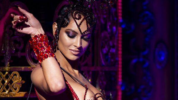 Модель во время презентации коллекции дизайнеров The Blonds Spring 2020 на шоу Moulin Rouge! The Musical в рамках Недели моды в Нью-Йорке  - Sputnik Армения