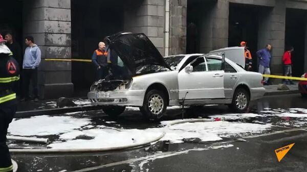 Пожарные предотвратили взрыв машины в тбилиси - видео инцидента - Sputnik Армения