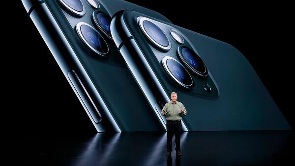 Старший вице-президент по международному маркетингу компании Apple Фил Шиллер представляет новый iPhone 11 Pro на мероприятии Apple в своей штаб-квартире в Купертино (10 сентября 2019). Калифорния - Sputnik Արմենիա