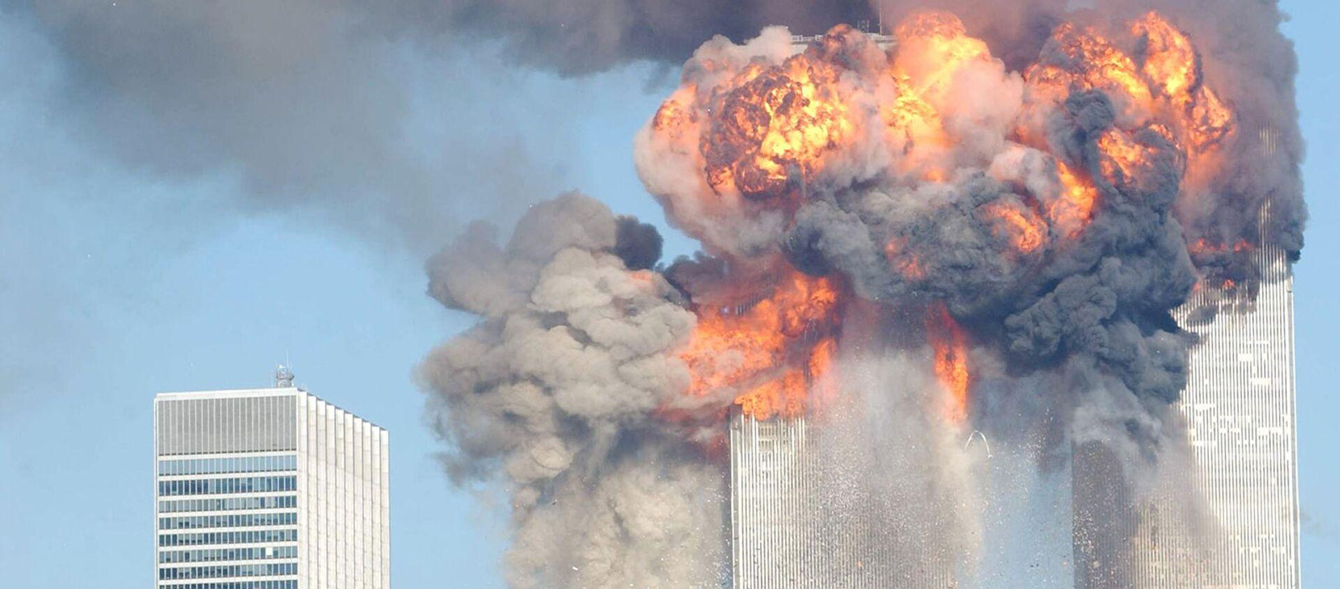 Взрыв Всемирного торгового центра после удара самолетов 11 сентября 2001 года - Sputnik Армения, 1920, 11.09.2019