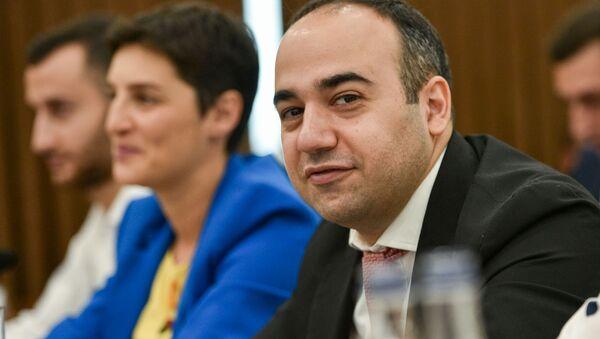 Давид Хачатрян на заседании Совета старейшин (10 сентября 2019). Еревaн - Sputnik Արմենիա