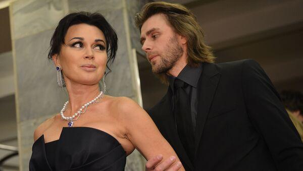 Актриса Анастасия Заворотнюк с мужем, тренером по фигурному катанию Петром Чернышевым  - Sputnik Армения