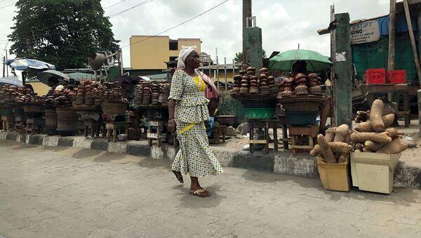 Женщина на рынке в Нигерии - Sputnik Армения