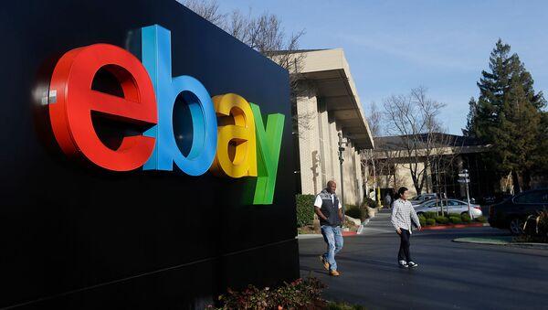 Логотип eBay у штаб-квартиры в Сан-Хосе, Калифорния - Sputnik Արմենիա