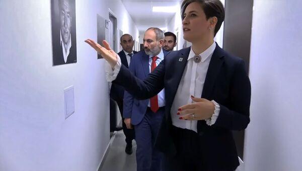 Премьер-министр Никол Пашинян посетил Общественное телевидение Армении (19 сентября 2019). Еревaн - Sputnik Արմենիա