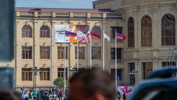 Здание городской администрации в День Независимости Армении (21 сентября 2019). Гюмри - Sputnik Армения