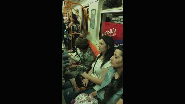 Нунэ Саркисян прокатилась по метро - Sputnik Армения