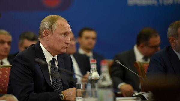 Президент России Владимир Путин во время расширенного заседания Высшего Евразийского Экономического Совета (1 октября 2019). Еревaн - Sputnik Արմենիա