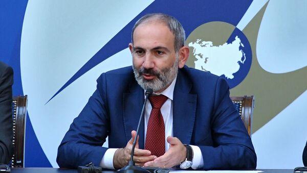 Премьер-министр Армении Никол Пашинян во время пресс-конференции (1 октября 2019). Еревaн - Sputnik Արմենիա