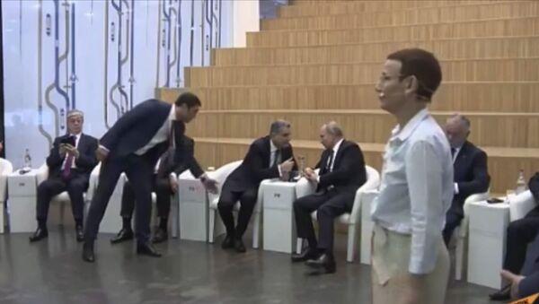 Смешной казус: Тигран Саркисян сел на место Пашиняна рядом с Путиным - Sputnik Արմենիա