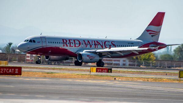 Самолет авиакомпании Red Wings в аэропорту Звартноц - Sputnik Армения