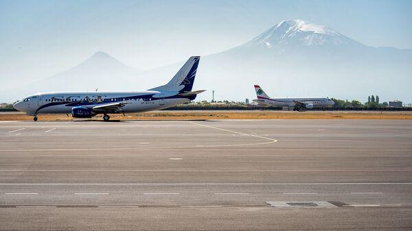 Самолеты авиакомпаний SCAT и MEA в аэропорту Звартноц - Sputnik Армения