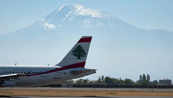 Самолет авиакомпании MEA в аэропорту Звартноц - Sputnik Армения