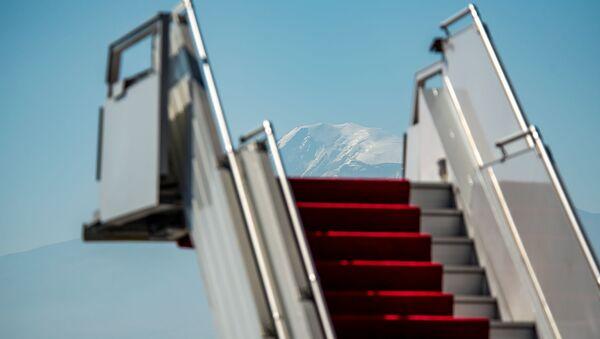 Трап на фоне горы Арарат - Sputnik Армения