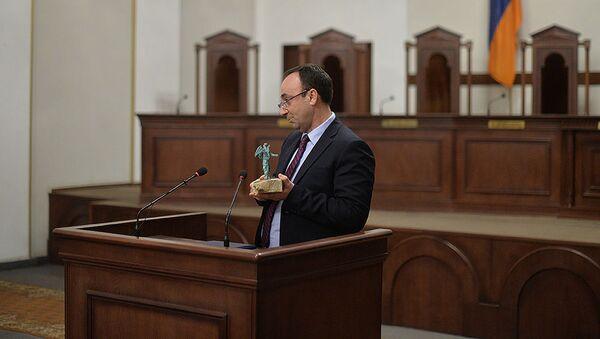 Председатель Конституционного суда Грайр Товмасян во время церемонии присвоения залу заседаний КС имени Шаамира и Акоба Шаамирянов (23 марта 2018). Еревaн - Sputnik Армения