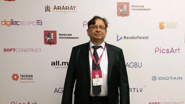 Tехнический директор американской полупроводниковой компании Xilinx Иво Болсенс на форуме WCIT 2019 (7 октября 2019). Еревaн - Sputnik Армения