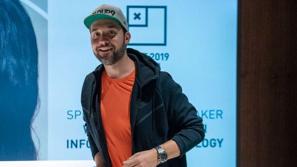 Алексис Оганян прибыл в Ереван (7 октября 2019). Звартноц - Sputnik Армения