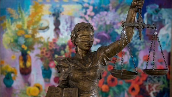 Скульптура богини Фемиды в Конституционном суде Армении - Sputnik Армения