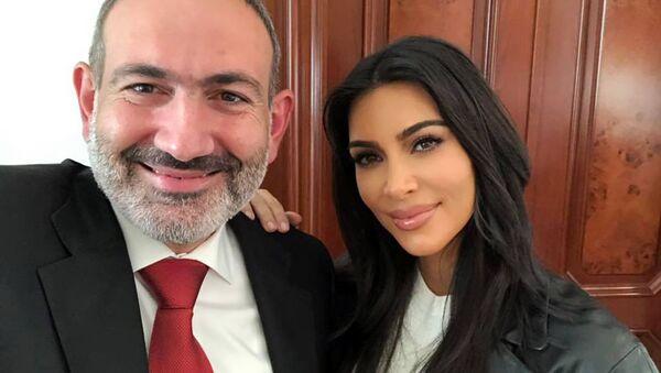 Селфи премьер-министра Никола Пашиняна и Ким Кардашьян - Sputnik Армения