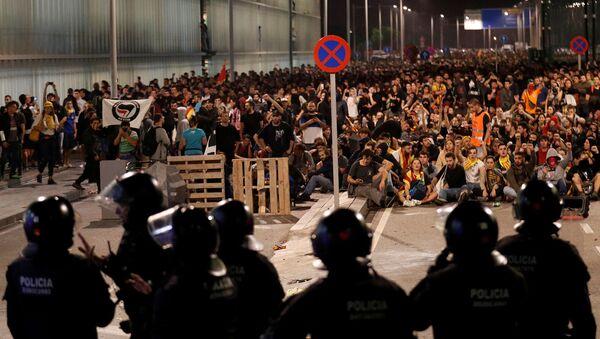 Массовые беспорядки в аэропорту Барселоны (14 октября 2019). Барселона - Sputnik Армения