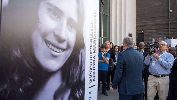 Исполнительный директор Гуманитраной инициативы Аврора Айк Демоян на выставке Это моя история: истории Авроры Мардиганян и других женщин, вдохновляющих мир (16 октября 2019). Еревaн - Sputnik Արմենիա