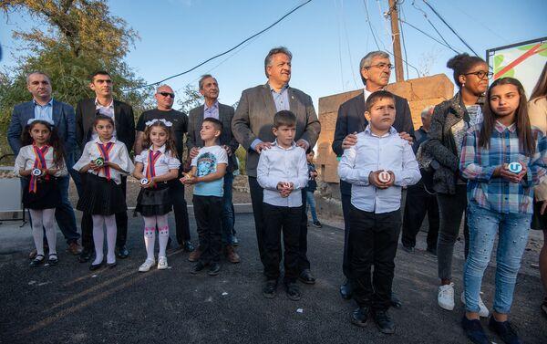 Гости и участники церемонии презентации парка Дружбы (17 октября 2019). Гюмри - Sputnik Армения