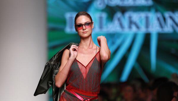 Mercedes-Benz Fashion Week. Показ Julia Dalakian - Sputnik Արմենիա