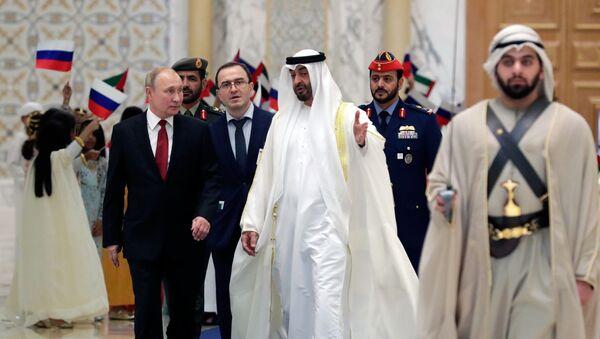 Президент РФ Владимир Путин и наследный принц Абу-Даби Мухаммед бен Заид Аль Нахайян на церемонии официальной встречи - Sputnik Արմենիա