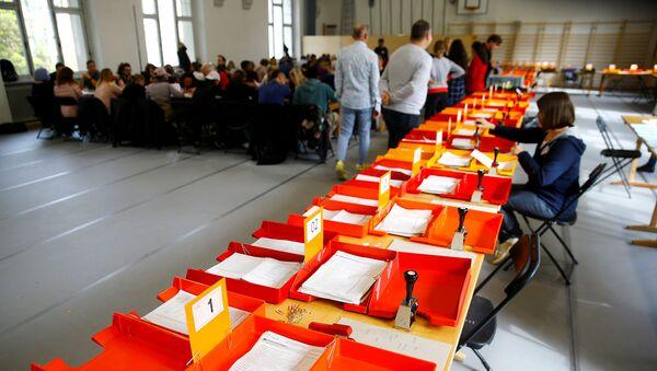 Бюллетени федеральных выборов в Швейцарии в окружном избирательном бюро Stadtkreis 3 (20 октября 2019). Цюрих - Sputnik Արմենիա