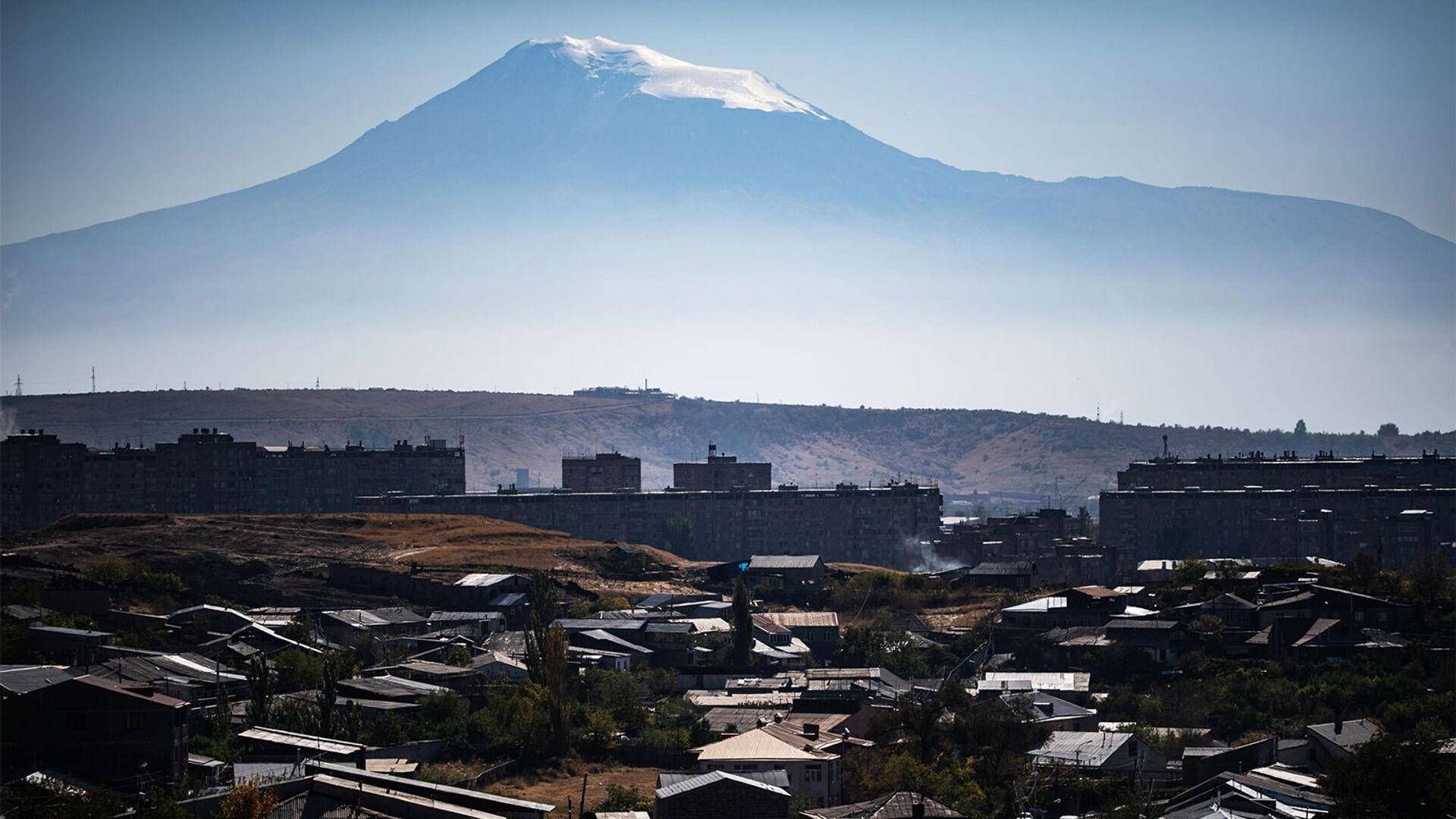 Вид на гору Арарат и город Ереван. - Sputnik Армения, 1920, 24.09.2021