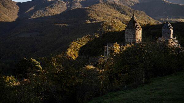 Монастырь Татев в Сюникской области Армении. - Sputnik Армения