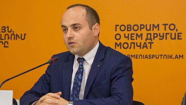 Гарик Мисакян на пресс-конференции по теме Как скажутся вторжение Турции в Сирию, реакция Ирана на ситуацию в регионе (23 октября 2019). Еревaн - Sputnik Արմենիա