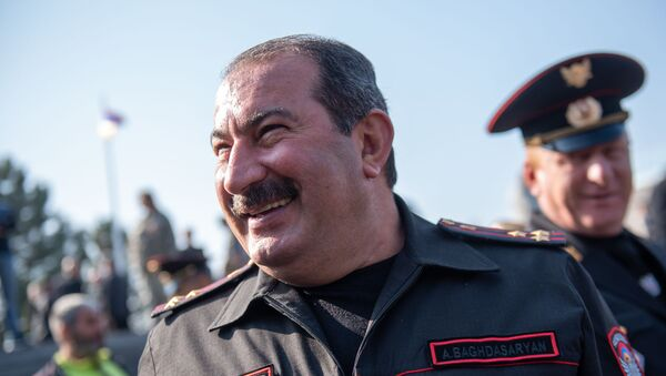 Начальник военной полиции Министерства обороны РА полковник Артур Багдасарян на военном пантеоне «Ераблур» - Sputnik Արմենիա