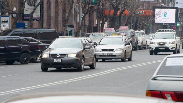 Автомобили в центре Еревана - Sputnik Արմենիա
