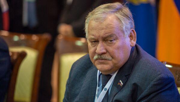 Константин Затулин перед началом заседания Парламентской ассамблеи ОДКБ (5 ноября 2019). Еревaн - Sputnik Արմենիա