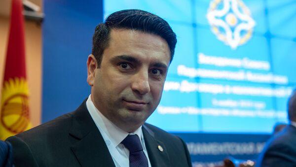 Вице-спикер Нацсобрания Армении Ален Симонян перед началом заседания Парламентской ассамблеи ОДКБ (5 ноября 2019). Еревaн - Sputnik Армения