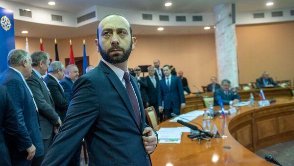 Спикер Нацсобрания Армении Арарат Мирзоян перед началом заседания Парламентской ассамблеи ОДКБ (5 ноября 2019). Еревaн - Sputnik Армения